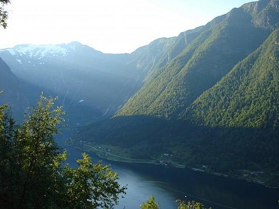 http://www.kiffingish.com/images/near-balestrand-sognefjord.jpg